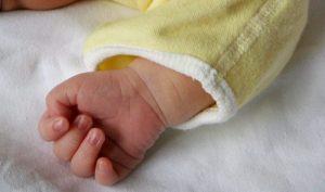 Gela, neonato di 3 giorni trovato morto in ospedale accanto al letto della madre