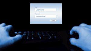 Agente usava database polizia per spiare suo ex marito, l'ex moglie del suo fidanzato