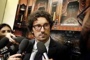 """Toninelli (M5s) bacchetta Di Battista: """"Salvini-Dudù? Si poteva evitare"""". Ma spera nel Pd"""