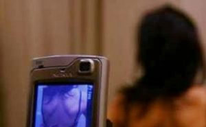 Milano, fecero girare un video intimo dell'amica tredicenne in chat: liceali sospesi, faranno lavori socialmente utili