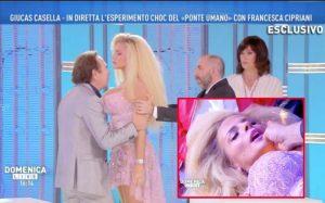 Domenica Live, Giucas Casella ipnotizza Francesca Cipriani e... finisce malissimo