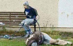Irlanda, pedofili assaliti dalla folla e legati alla panchina