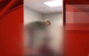 Alunno dorme in classe a Anderson, la prof gli tira i capelli