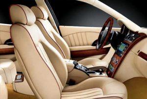 Bimbi dimenticati in auto: in un'ora la temperatura raggiunge i 47 gradi