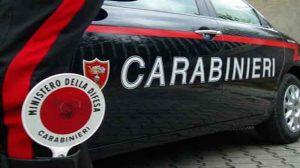 Segrate (Milano), cade da scooter rubato e punta la pistola contro i carabinieri. Arrestato