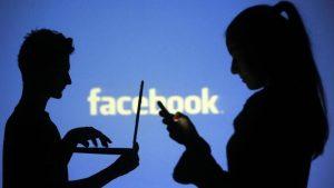 Su Facebook festeggia la maternità e tagga il nome dell'amico... che la denuncia per diffamazione