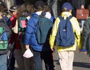 Catania, dimenticano un alunno di 11 anni dopo la gita: due insegnanti denunciati