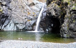 Almese (Torino): salta la cascata mentre l'amico fa il video. 20enne cade e muore annegato