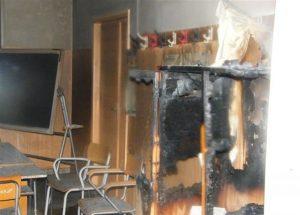 Scuola elementare va a fuoco: paura a Volla (Napoli). Bimbi e maestre salvi