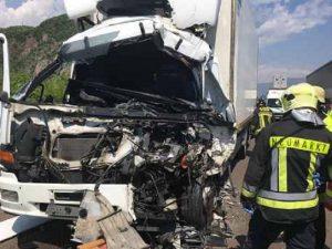 A22 Brennero: scontro tra Tir e 5 auto, un morto e 9 feriti