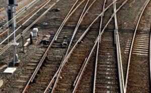 Incidente ferroviario in Baviera: treno regionale tampona convoglio merci, 2 morti e 14 feriti