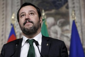 """Governo, Salvini minaccia: """"O Savona o il voto. Sono davvero arrabbiato"""""""