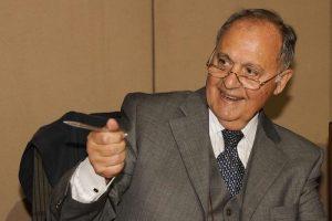 Savona, un ministro Tesoro deve vendere 400 mld di titoli l'anno. Se dice: interessi li pago e anche no...