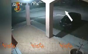 Caluso Torino tir sfonda passaggio livello
