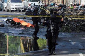 Isis, famiglie kamikaze in azione: in due giorni due sequenze di attentati suicidi in Indonesia