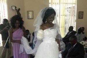 Zanele sposa senza un braccio