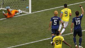 YOUTUBE Colombia-Giappone, la punizione di Quintero. La palla è dentro (foto Ansa)