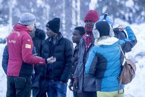 migranti alpi neve