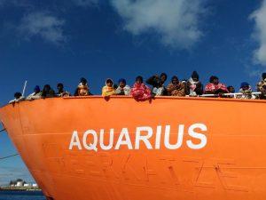 Aquarius ferma in mare a 35 miglia da Malta e 27 dalla Sicilia in attesa di istruzioni