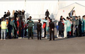 Aquarius sbarca a Valencia: per i migranti permesso di soggiorno di 30 giorni
