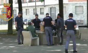 Torino, mostra i genitali alla polizia. Arrestato