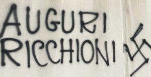 """Giugliano (Napoli), """"auguri ricchioni"""" e svastica: scritta davanti al Comune per unione civile tra gay"""