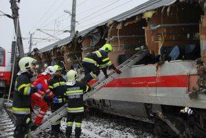 Austria: treno deraglia, due vagoni si capovolgono. Diversi feriti: tra loro anche scolari