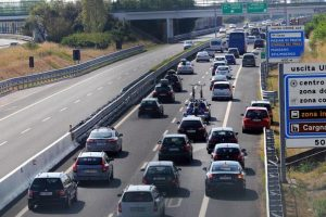 A19, incidente tra Enna e Caltanissetta: tir contro guardrail