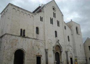 Maltempo Bari, allagata la cripta della Basilica di San Nicola (foto Ansa)