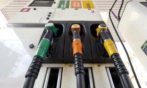 Benzinai, ecco il primo atto del buon governo: rinunciare alla fattura anti evasione