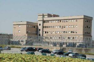 """Claudio Pinti, l'untore HIV, nella stessa cella di Innocent Oseghale. La ribellione degli altri detenuti: """"Ti stacchiamo la testa"""""""