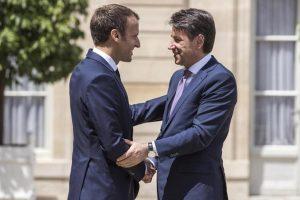 """Migranti, Conte fa pace con la Francia: uniti sugli Hotspot. Ma Macron litiga a distanza con Salvini: """"Asse con Vienna-Berlino? Ricorda passato infelice"""""""
