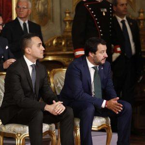 Salvini non abbottona la giacca al Quirinale: per la scorpacciata di ministeri?