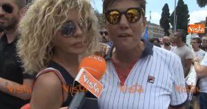 Eva Grimaldi e Imma Battaglia al Roma Pride chiedono dimissioni di Fontana