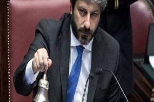 """YOUTUBE Roberto Fico riprende in aula deputato Fdi: """"Migranti non fanno la pacchia"""""""