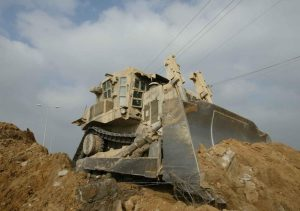 Israele vuole demolire il villaggio dei beduini di Khan Al-Ahmar