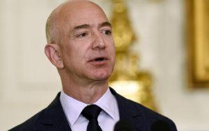 Jeff Bezos (Amazon): la storia dell'uomo più ricco del mondo (foto Ansa)