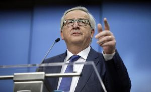 """Juncker: """"Basta incolpare Ue. Italiani lavorino di più e siano meno corrotti"""""""