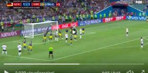 Kroos salva la Germania al 95', la magia su punizione stende la Svezia