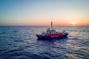 Lifeline nelle acque di Malta, ma non a terra. E i migranti? Non c'è accordo in Europa sulla spartizione