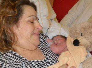Leverkusen, Florian diventa mamma a 58 anni e senza fecondazione assistita