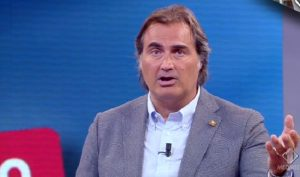 "Tiki Taka, Enrico Mentana attacca: ""Maradona è uno zimbello"". E Ciro Ferrara lo difende"
