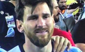 Messi in lacrime dopo il rigore fallito in Argentina-Islanda