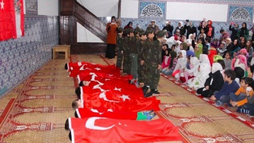 Austria, bimbi vestiti da soldati ottomani nelle moschee chiuse: rievocavano campagna di Gallipoli