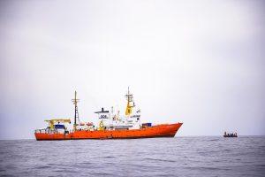 Aquarius verso Valencia, botta e risposta sui migranti tra Francia e Italia
