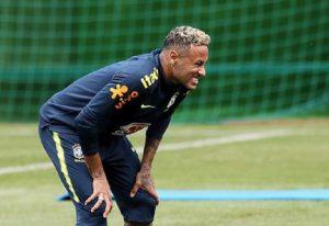 Mondiali 2018, Neymar cade sempre? Il pub brasiliano offrirà un drink gratis a ogni simulazione (foto Ansa)