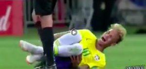 Brasile-Costa Rica, Neymar che tuffo. Altro che rigore e i social non lo perdonano