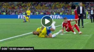 Neymar continua ad esagerare: fallo di Ljajic ma quante capriole...