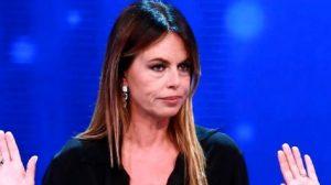 """Paola Perego ricorda Fabrizio Frizzi: """"Mi disse: se ce la faccio io, ce la puoi fare anche tu"""""""