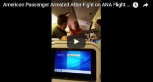 YOUTUBE Rissa sull'aereo in volo tra il Giappone e Los Angeles: calci, pugni e... camicie strappate
